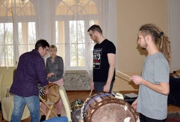 Djembe na salonach VII - warsztaty gry na bębnach