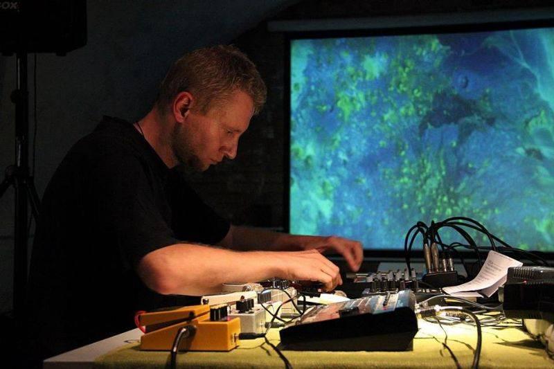 Poszerzenie pola dźwięku: koncert X-NAVI:ET (Rafał Iwański)