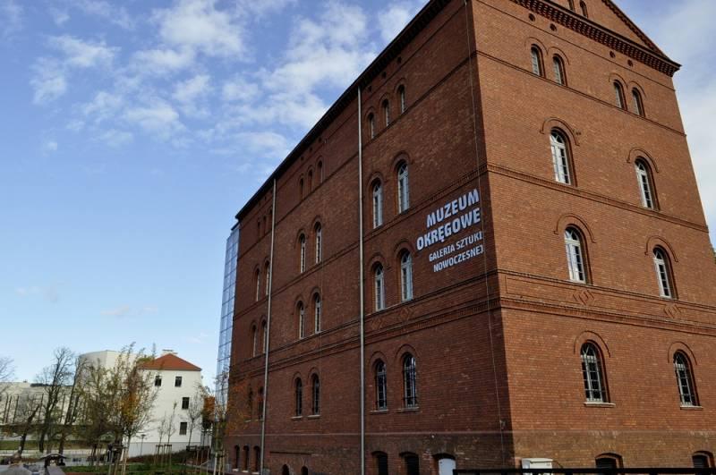 Postawy i Procesy- szkło artystyczne z ASP we Wrocławiu